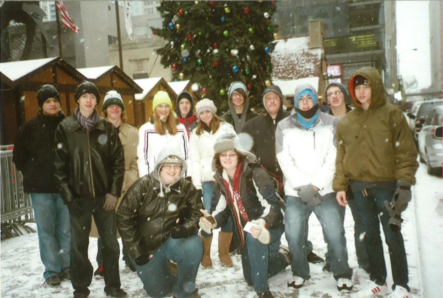 Students+visit+the+seasonal+German+Market+in+Chicago+as+part+of+the+German+Club.+