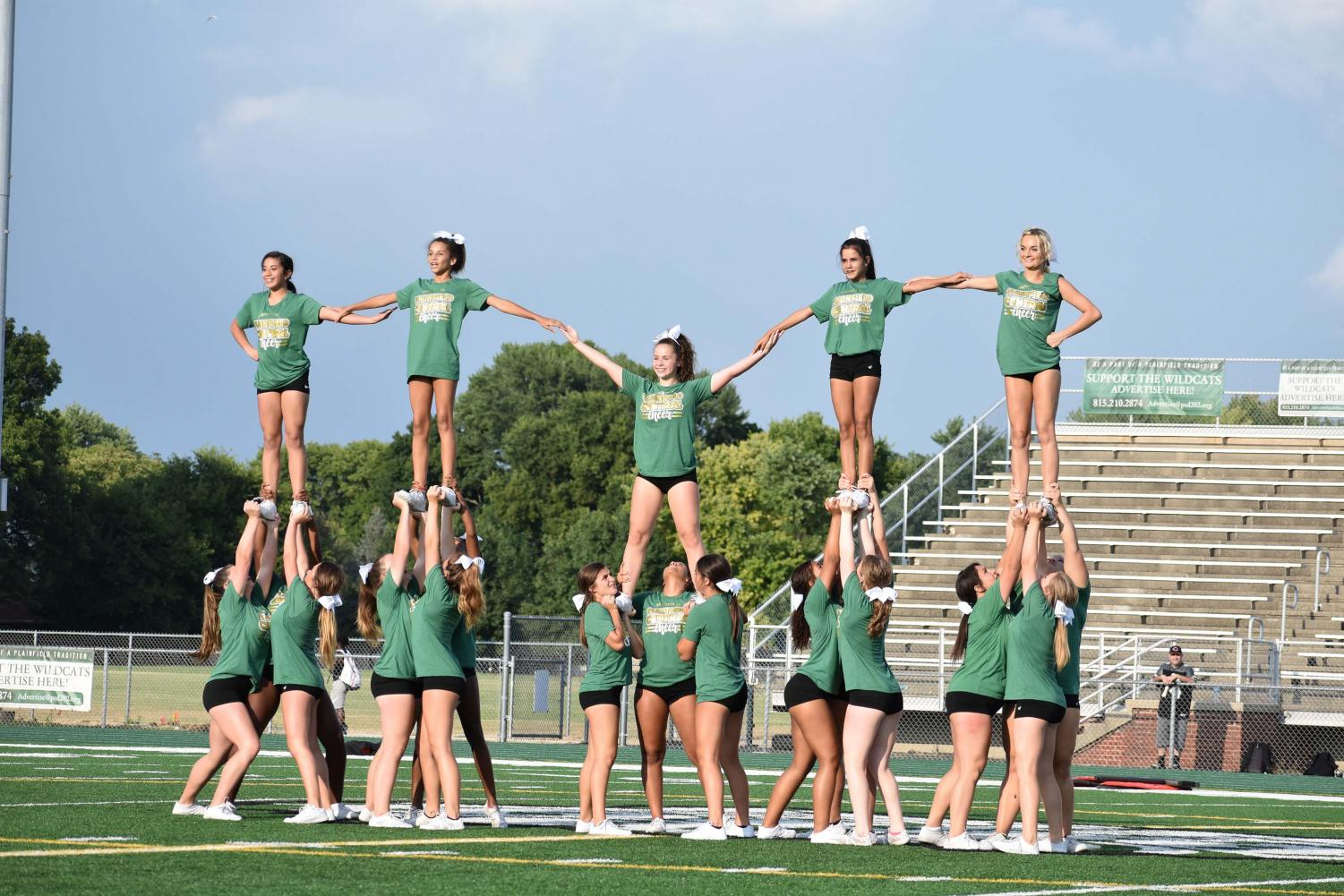 The+cheer+team+completes+a+pyramid+stunt+with+sophomore+Erin+Curry+in+the+center.