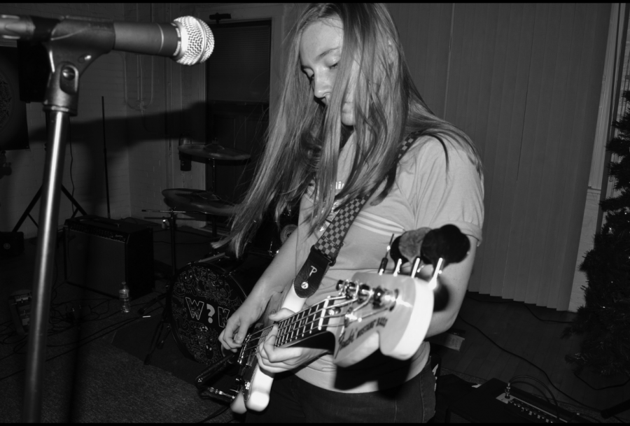 Hannah+Motl%2C+sophomore%2C+performs+with+her+band%2C+CherryHead%2C+in+Des+Plaines.
