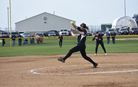 Softball keeps eye on conference tournament