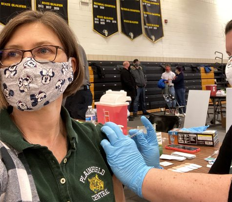 Jennifer Rodeck, French teacher, receives COVID-19 vaccine at Joliet West